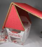 домик из Рафаэлло с красной крышей