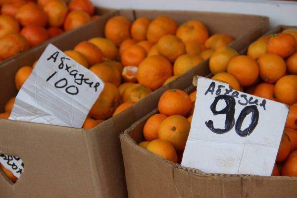 Абхазские мандарины на прилавке