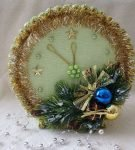 Декоративное украшение в виде новогодних часов