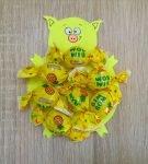 Сладкий подарок в виде поросёнка с конфетами