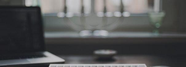 клавиатура на столе