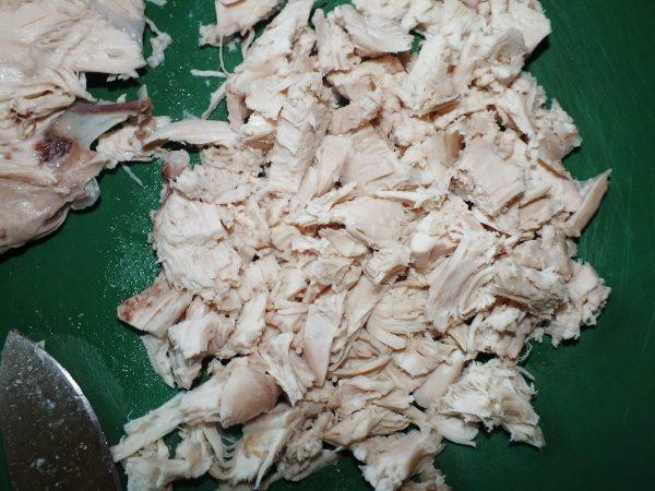 Измельчённая куриная грудка для салата