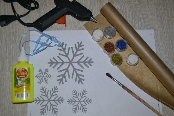Инструменты для снежинки из клея