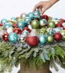 Новогодний букет из ёлочных шаров