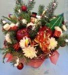 Новогодний букет из фруктов