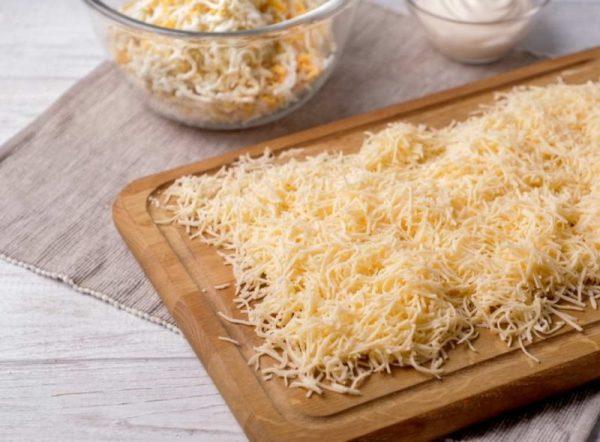 Твёрдый сыр, натёртый на тёрке