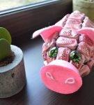 Свинья из конфет