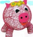 Объёмная свинка из розовых ниток