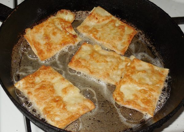 Обжаривание пирожков из лаваша