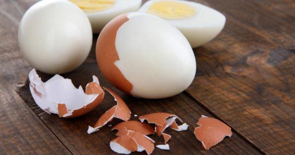 Очищенные варёные яйца