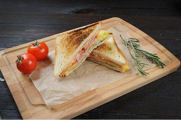Готовые бутерброды с ветчиной