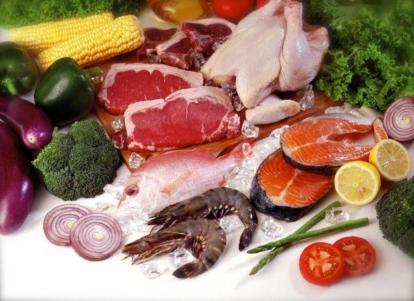 Разные виды мяса и овощей