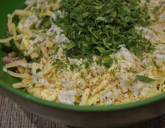 Ингредиенты салата «Моника» в большой миске