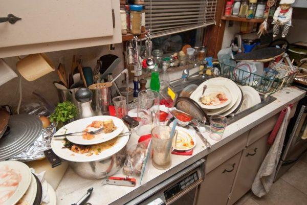 посуда после застолья