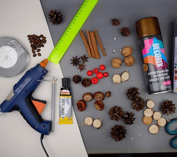 Инструменты и материал для изготовления новогодней ёлочки