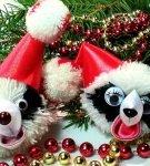 панды из помпонов