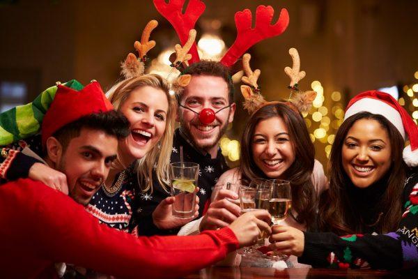 Весёлая компания встречает Новый год