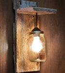 Светильник из доски и банки
