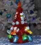 Ёлочка из новогодней мишуры и конфет