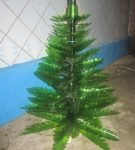 Ёлка из пластиковых бутылок зелёного цвета