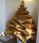 Новогодняя ёлка из подушек