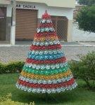 Разноцветная ёлка из пластиковых бутылок