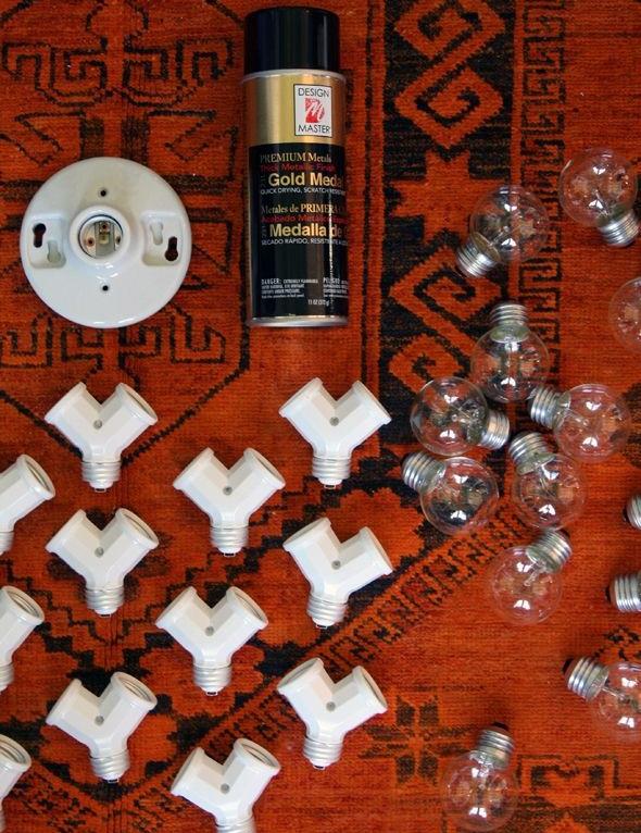 Лампочки, баллон с краской, разветвители и потолочная розетка