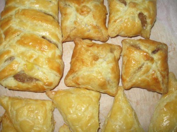 Готовые пирожки с творожно-фруктовой начинкой