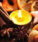 Орехи, специи, свеча в новогодней композиции