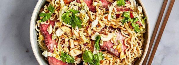 Вкусные салаты из лапши быстрого приготовления украсят любой стол