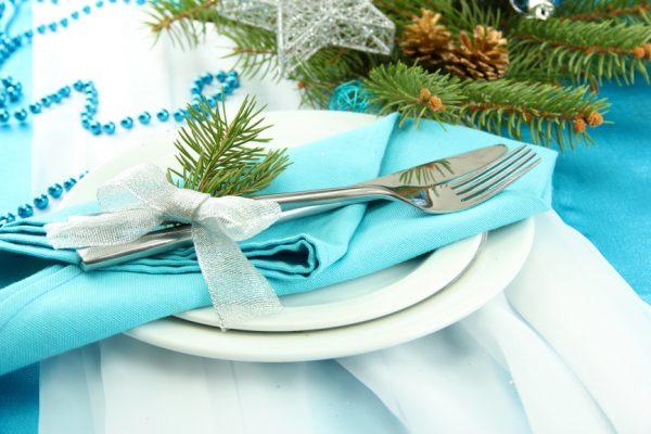 Новогодний декор из ёлки для столовых приборов