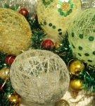 Ёлочные шарики из пряжи