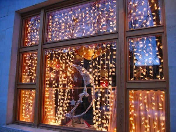 Световая гирлянда на окне