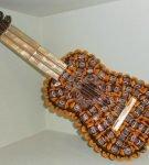 Оформление сладкого подарка «Гитара»