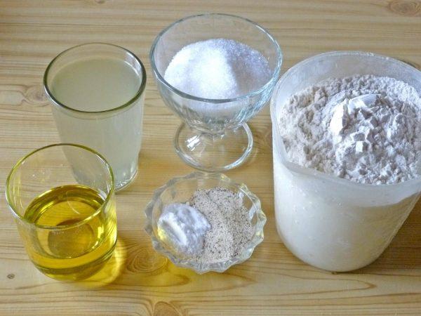 Мука, рассол, масло, сахар и специи