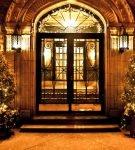 Входная дверь с подсветкой
