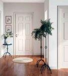 Белые межкомнатные двери в доме