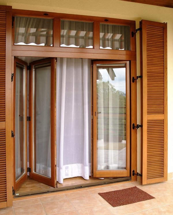 Дверь складного типа
