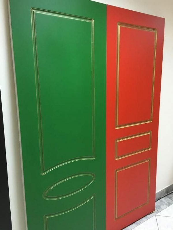 Крашеные металлические двери