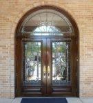 Входная дверь со стеклянными створками