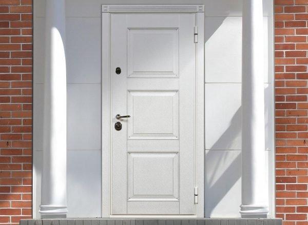 Наружная дверь из ПВХ