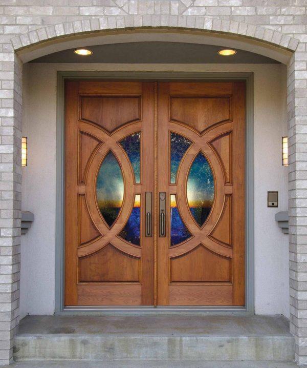 Дверь с декоративным остеклением