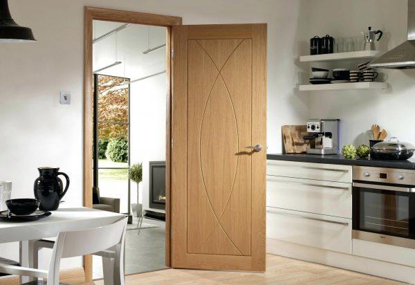 ПВХ-дверь на кухне