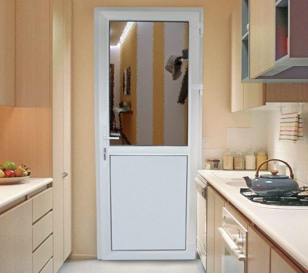 Межкомнатная дверь ПВХ в кухне