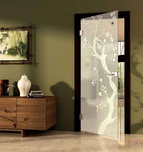 Межкомнатная дверь стеклянная