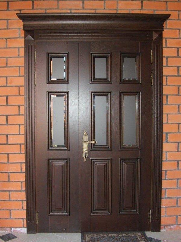 Двухстворчатая входная дверь