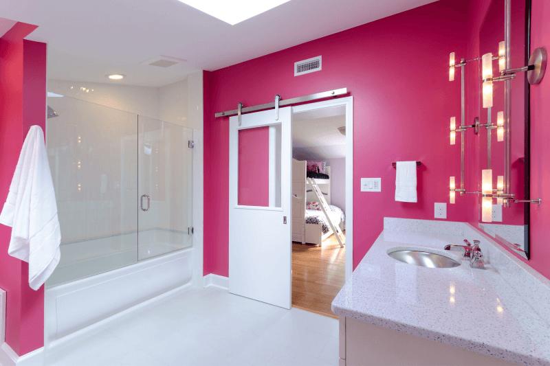 Двери для ванной и туалета: какую выбрать и как правильно установить