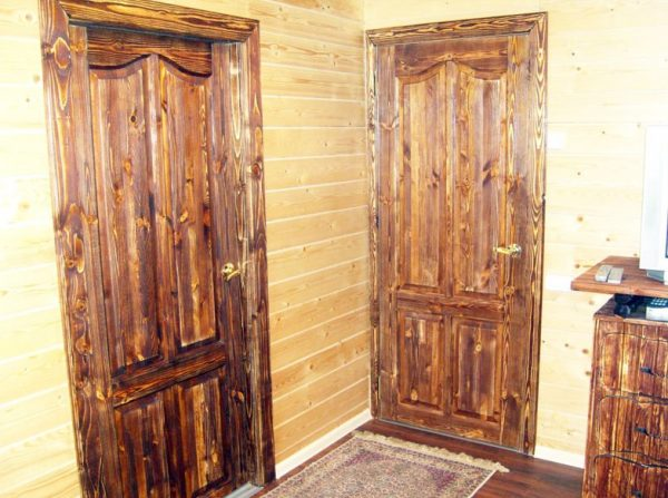 Лакированные двери из массива
