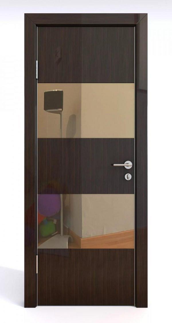Глянцевая дверь со стеклянными вставками