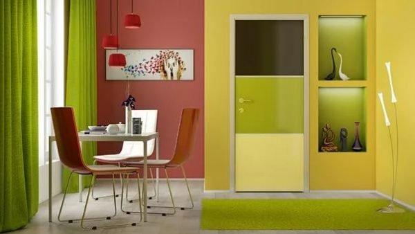 Трёхцветная глянцевая дверь